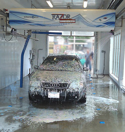 """RAZOR"" fully automatic ""touchless"" auto wash in action"